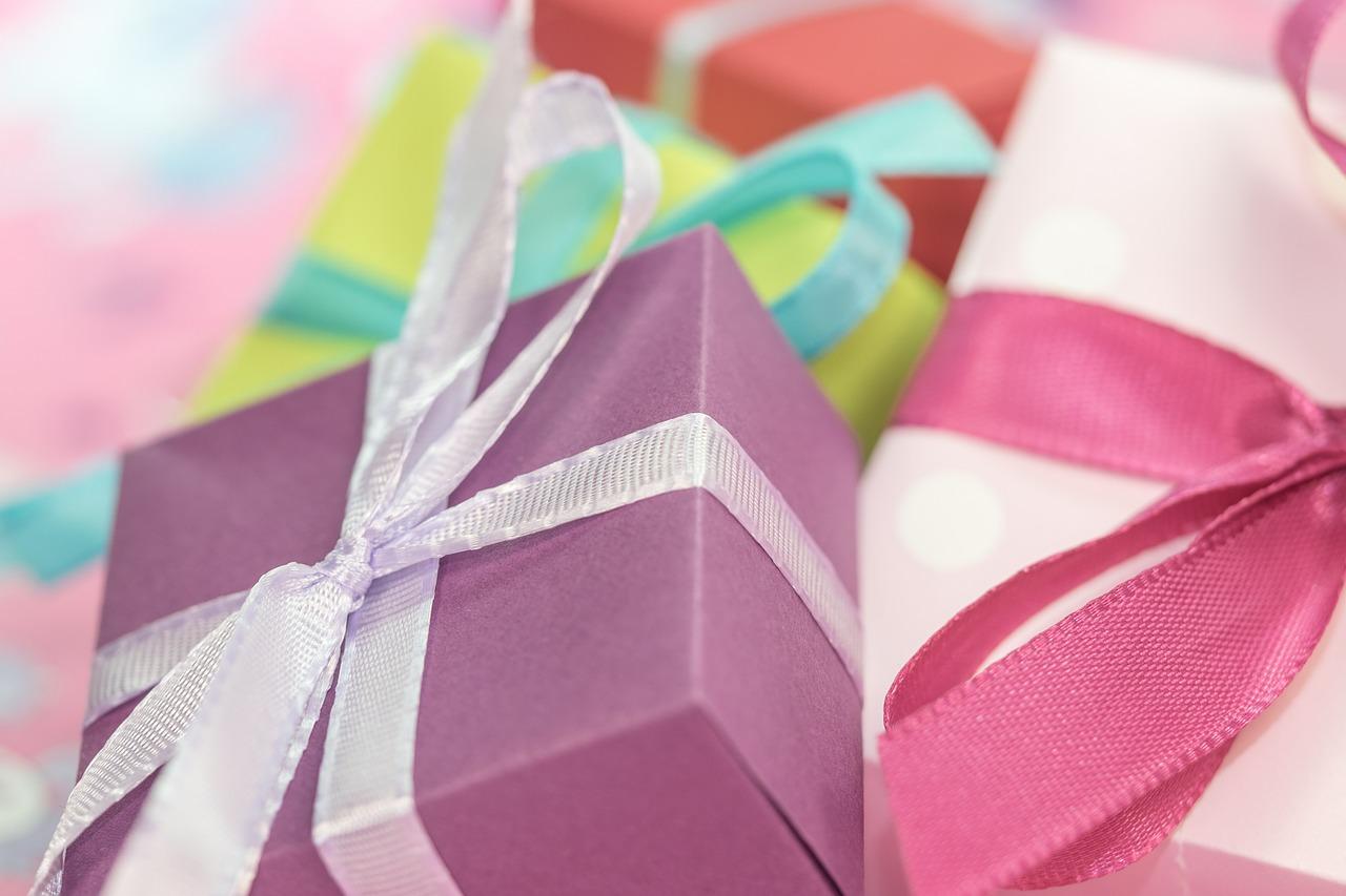 gift-553147_1280